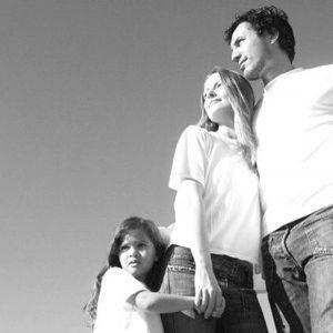 Schutz und Geborgenheit in der eigenen Familie trotz Unfruchtbarkeit des Mannes? Spenderzellen öffnen eine neue Option.